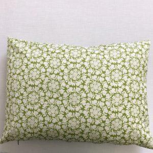 Sofa kissen mit Blumenkränzen grün